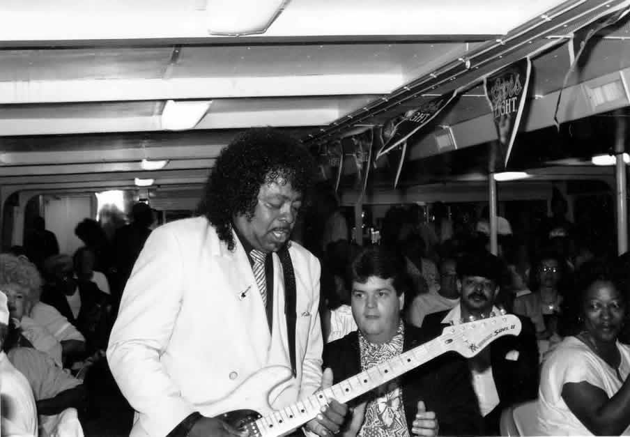 Guitar Shorty rockin' the boat in 1990 - By Andre Hobus