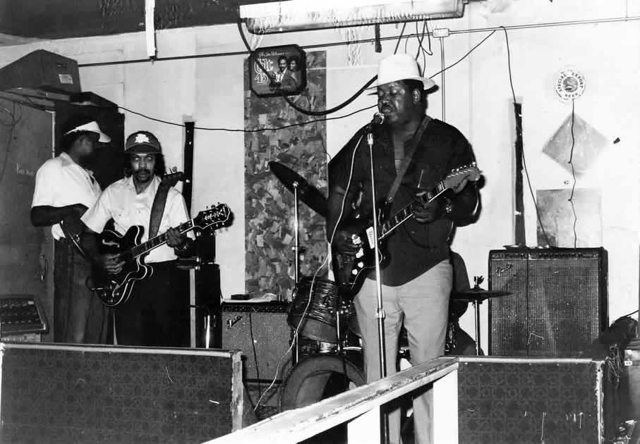 Magic Slim and the Teardrops with John Primer on 2nd guitar and LV Johnson sitting in at The Cuddle Inn in 1986 - By Andre Hobus 1