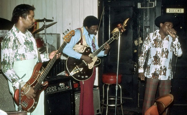 Snapper MItchum, Bobby King and Junior Wells at Queen Bee's Lounge - By Andre Hobus