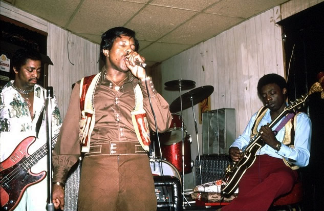 Snapper Mitchum, Muddy Waters Jr. and Bobby King at Queen Bee's Lounge - By Andre Hobus