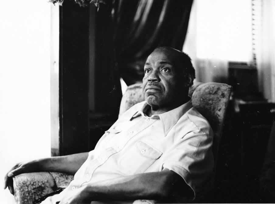 Willie Dixon at home, in 1977 - By Andre Hobus